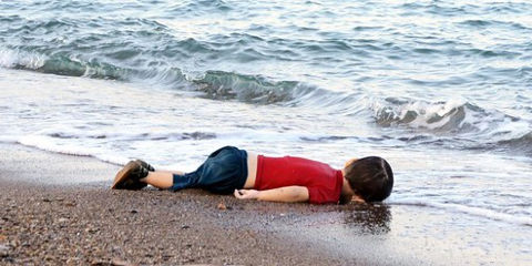 syrian-refugees-child-on-the-beach